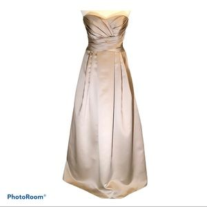 David's Bridal Sweetheart Gown Size 4 NWT Biscotti